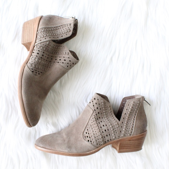 87537eca65a8 VINCE CAMUTO Prasata Bootie in New Foxy. M 5a84716546aa7c884b356b70